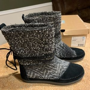 Woman's size 6 Toms/boots